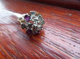 lovely collectible 9ct Gold ring set with 10 diamonds & 3 amethyst (1 diamond missing) Size M