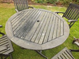Solid wood Garden table and 4 chairs with cushions