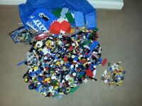 Lego - 4Kg mixed selection. Includes at least 55 mini figures.