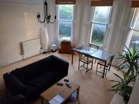 Room to rent in three-bed flat, Bristol