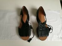 Branded shoes. 6 pairs size 37