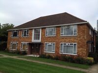 A clean modern ground floor one bedroom flat in Fairfield Close Finchley N12 by shops and tube