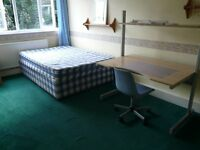 **Large room with double bed in flat share Councilt Tax Incl. close to Whitechapel & Stepney Green**