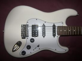 Fender Modern Player Stratocaster HSS / White.