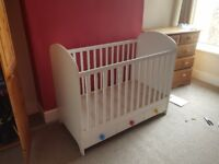 2 in 1 Baby Cot and Toddler Bed.