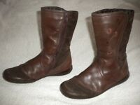 girl's Clarks boots size 1F