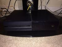 Mint condition Xbox One 500gb + 2 controllers, charging dock, headset, 3 games!!