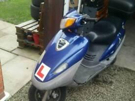 125cc sym attila scooter. Run and drive