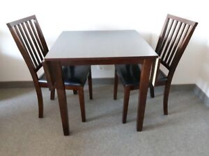 Small table with folding leaves and 2 chairs