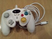 Nintendo Wii Gamecube style controller with analogue sticks in white