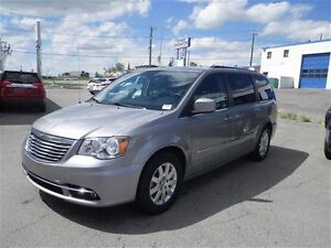 2016 Chrysler Town & Country Touring  Stown Go  Backup Cam