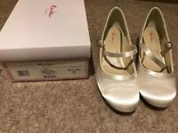 Bridesmaid shoes (white)