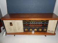Vintage Valve Radio in Working Order.