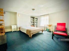 3 bedroom flat in Access Via Glebe Road, London, E8 (3 bed) (#1090514)