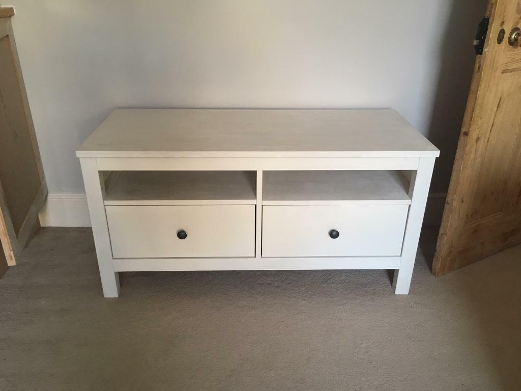 Ikea hemnes 2 drawer tv stand bench unit in epsom for Ikea comodino hemnes
