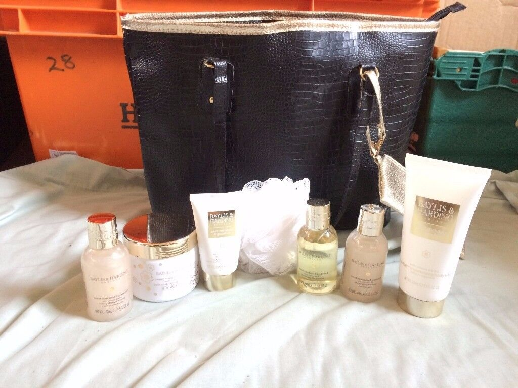brand new baylis and harding sweet mandarine and grapefruit set