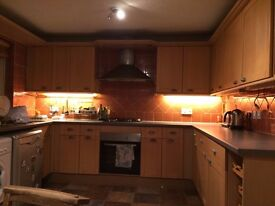 DOUBLE ROOM IN HOUSE SAHRE IN CROYDON, GOOD LOCATION, ALL BILLS INCL, FULLY FURNISHED. FRIENDLY