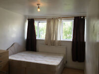 DOUBLE ROOM TO RENT IN POPLAR - WALKING DISTANCE 20 MINUTES TO DOCKSLAND, CANARY WHRAF