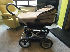 Mama and Papas Ultima Travel System in Excellent condition