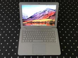 Macbook, Upgraded 500gb Hard Drive and 8gb RAM (Late 2009 Unibody)