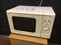 Lovely clean microwave oven