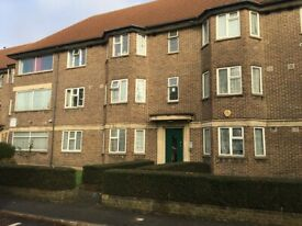 2 Bedroom Flat with the possibility of making it a 3 bedrooms **LEASEHOLD WITH 93 YEARS REMAINING**