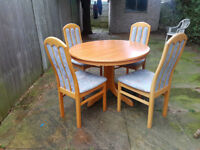 Lovely extendable dining table with 4 chairs in really good condition