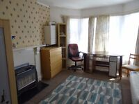 £495 PCM Studio To Let on Claude Place, Roath, Cardiff, CF24 3QF.