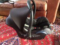 Maxi Cosi Cabriolet car seat with Easyfix