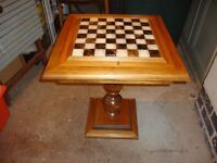 STUNNING SINGLE PEDESTAL TABLE INLAID WITH A CHESS BOARD AND PIECES INSIDE