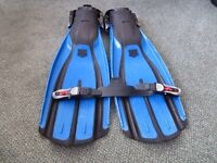Mares Diving Fins size Regular plus NEW spare strap