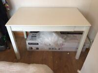 White table / desk