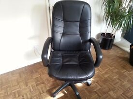 Executive Style Black Leather Swivel Chair in good condition.
