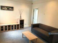 1 bedroom flat in Hanworth Road, Hounslow, TW4 (1 bed) (#1146246)