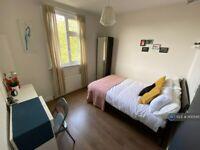 5 bedroom flat in Caledonian Road, London, N1 (5 bed) (#1100545)