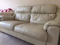 NICE LEATHER SOFA IN CREME/must go before 25/05