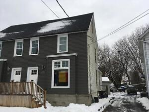 STUDENTS: SEPT LEASE! RECENTLY RENOVATED 5 BED! 394 Barrie St