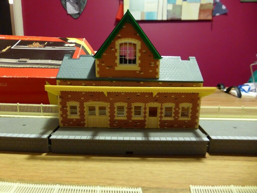 HORNBY RAILWAYS R592 MAIN LINE STATION AND PLATFORM 1980s BOXED