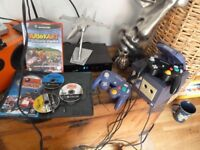 NINTENDO GAMECUBE CONSOLE, 2 x CONTOLLERS & 3 GAMES