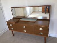 Vintage dresser drawer chest with mirror and light