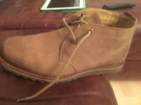 Men's winter boots size 9 nearly new