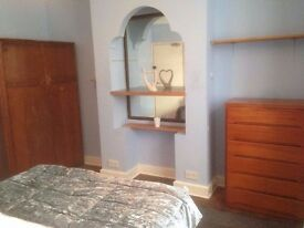 1 DOuble room & 1 box room in loft with ensuite bathroom near seven kings station,GREENLANE IG3 9TH