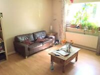 BEAUTIFULLY PRESENTED TWO BED FLAT WITH COMMUNAL GARDEN CLOSE TO TRANSPORT AND MOTORWAY LINKS