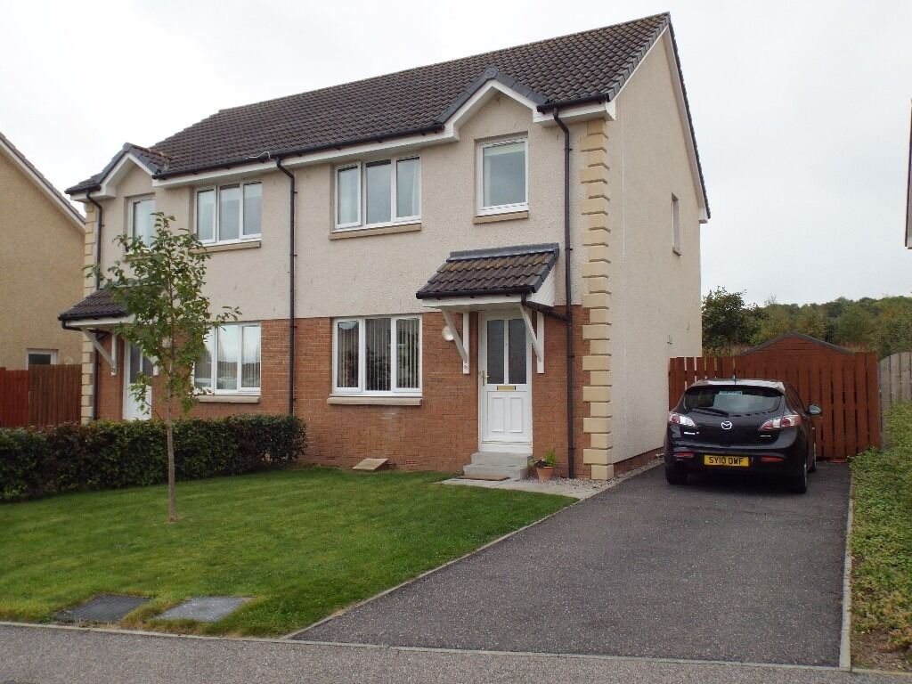 Under offer 3 bedroom semi detached house in cradlehall for A three bedroom house