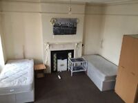 MASSIVE DOUBLE/TWIN ROOM AVAILABLE IN A FRIENDLY HOUSE