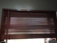 Wooden-effect venetian blind