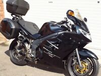 2010 TRIUMPH SPRINT ST 1050 SPORTS TOURER - FULL LUGGAGE, LOADS OF EXTRAS
