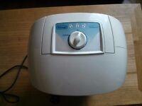 De'Longhi Compact Dehumidifier DEM10