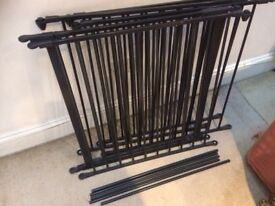 Puppy/dog play pen with gate