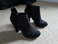 NEWLOOK Size 7 black suedette heeled ankle boots